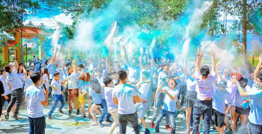 people-throwing-blue-powder-at-daytime-1157557
